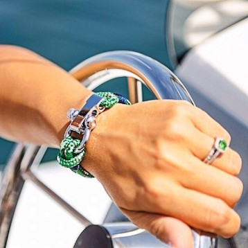 green nautical shackle bracelet on a boat nautistyles